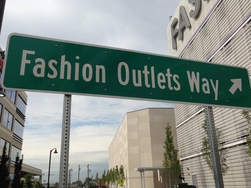 Slide_Fashion Outlet Chicago